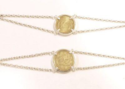Bracelet argent avec une pièce au centre sens