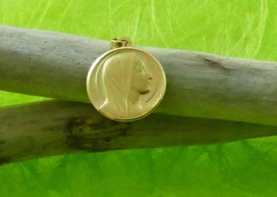 Médaille en or jaune ronde vierge