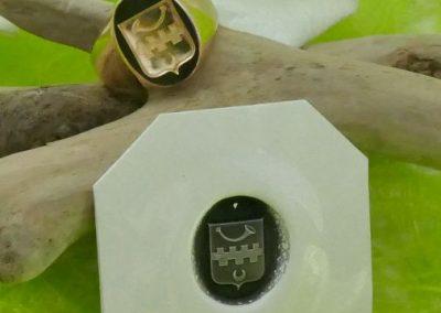 Chevalière en or 18 carats avec le blason de famille