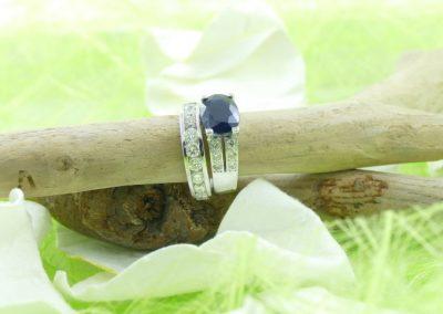 Alliance et bague en or blanc saphir et diamants bijouterie sens