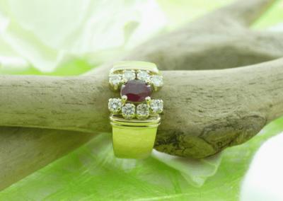 Bague or 18k rubis et diamants